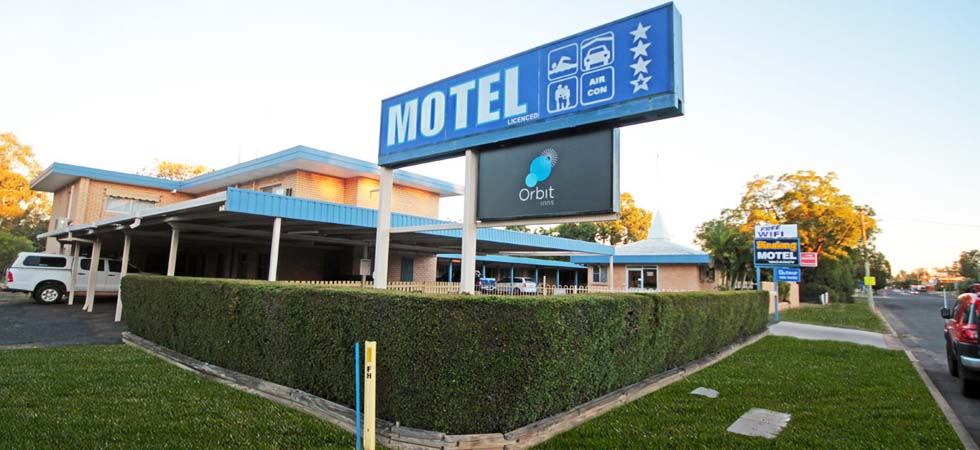 The Binalong Motel is a short 5 minute walk from the CBD making it a quiet, peaceful place to rest.  - Goondiwindi - QLD
